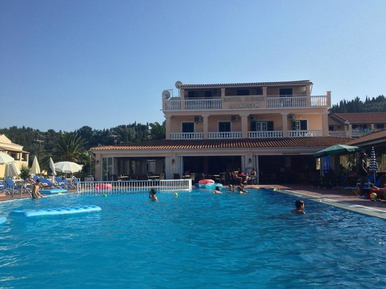 Alkyon Hotel: The pool, the bar and the hotel