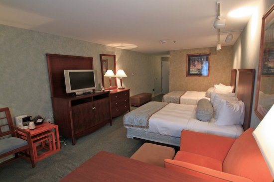 Senator Inn & Spa: Deluxe Room with Two Double Beds
