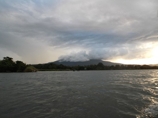 Plus Papagayo Tours and Transfers : View of Volcano from Lake