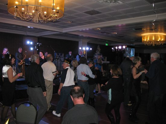 Hotel RL by Red Lion Spokane at the Park: Skyline Ballroom dancing to Peter Rivera & Big Mumbo, New Years