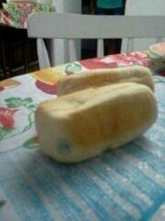Pousada Deck dos Tucuns: pão mofado no café da manhã
