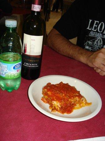 Antica Trattoria Antonietta: Lasagna and chianti