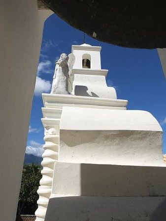 Hotel Real Camino Lenca: Bell tower at Iglesia de Mercedes