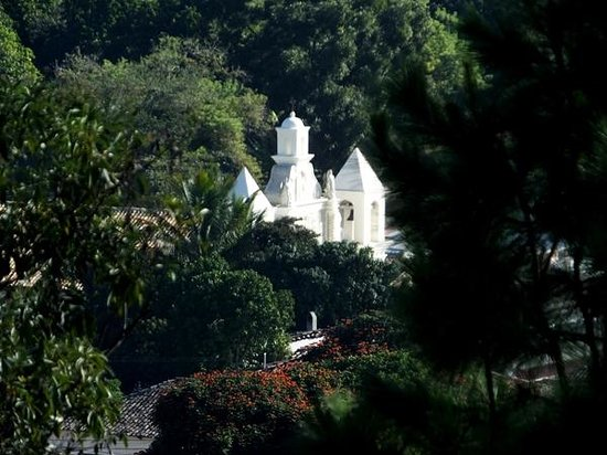Hotel Real Camino Lenca: Iglesia de Mercedes from the fort using a telephoto lens