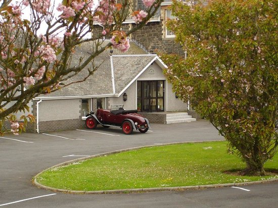 Fernhill Hotel: entrance with oldtimer