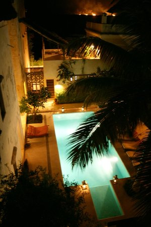 """Lamu House Hotel : The pool area in the evening - view from room """"Juu"""""""