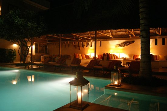 Lamu House Hotel : The pool area in the evening