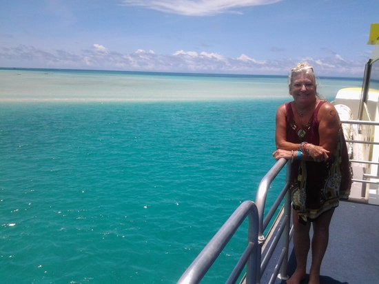 Yasawa Flyer Ferry: Such impeccable scenery on a VERY comfortable boat.