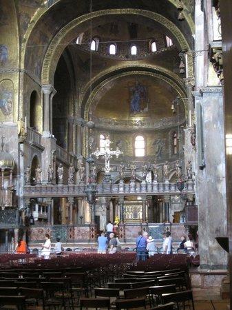 Basílica de San Marcos: Impressive Basilica di San Marco with plenty of golden details