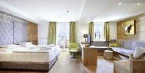 Sonnhof Alpendorf: Perfekter jährlicher Hochzeitstag in der Junior Suite