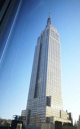 Hilton Garden Inn New York/West 35th Street: View of Empire State from our room
