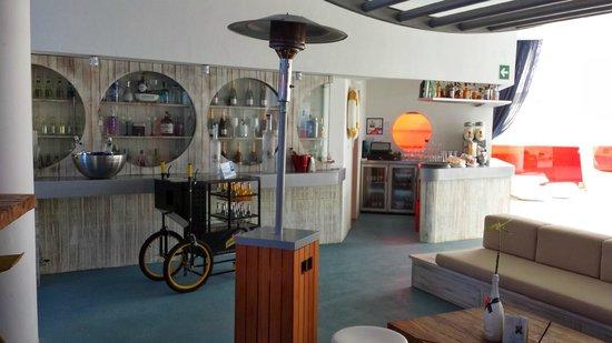 DoubleTree by Hilton Hotel Resort & Spa Reserva del Higueron: Roof Top Pool Area