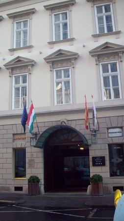 Hotel Zenit Budapest Palace: ingang hotel