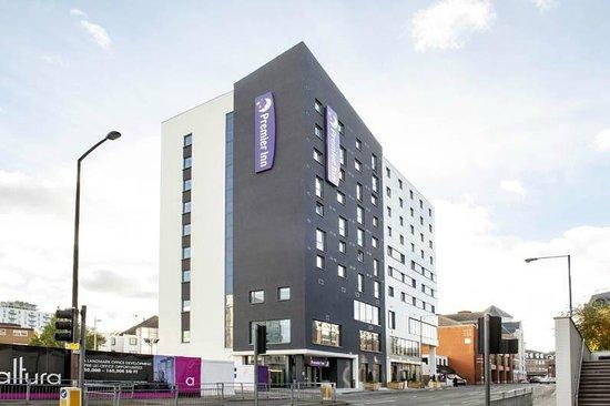 Premier Inn Woking Town Centre Hotel