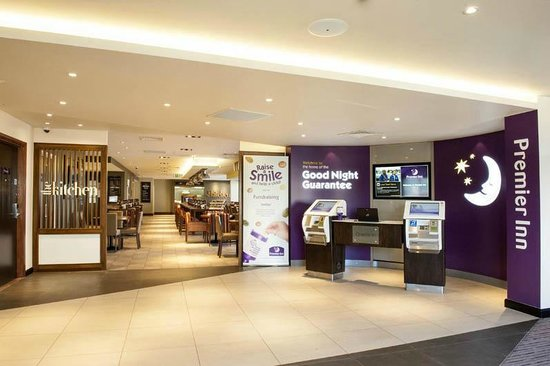 Premier Inn Woking Town Centre Hotel: Reception & the Kitchen