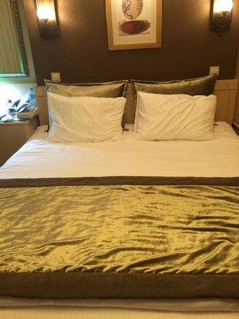 Hotel Seraglio: The bed