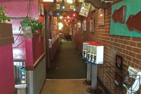 LA Luna Mexican Cafe: Customers travel down this hallway to reach the main dining area.