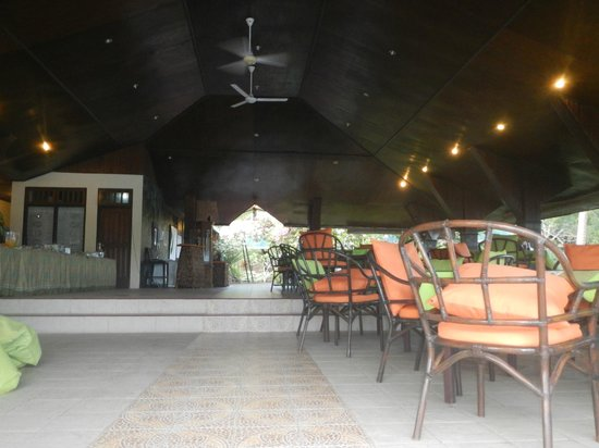Bastianos Lembeh Dive Resort : Dining area