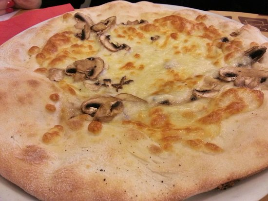 Pizza molto buona picture of bar food 62 province of for Bar food 62 pisa