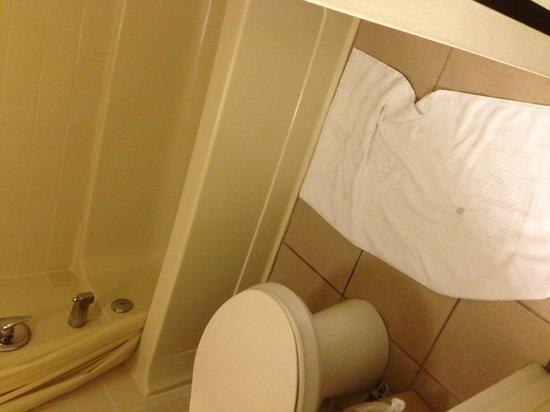 Avanti International Resort : El baño de la habitación sin hacerlo a las 12 de la noche