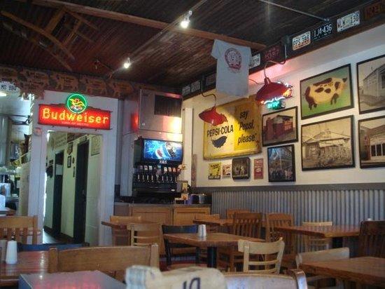 Mo's Smokehouse BBQ: Inside