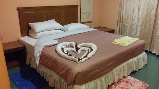 Pada Hotel : Room Service
