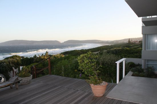 The Robberg Beach Lodge : Awesome setting and view from verandar
