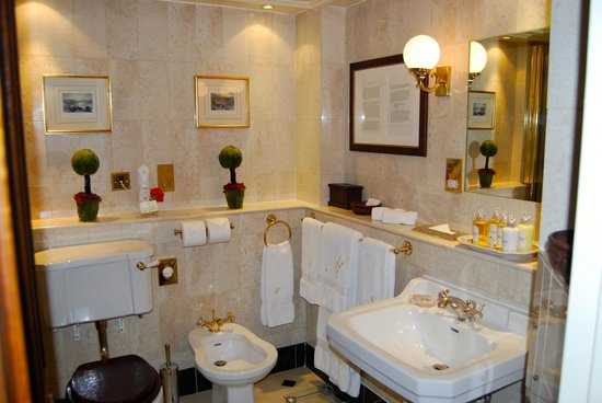 The Milestone Hotel: Das einladende Badezimmer der Safari-Suite