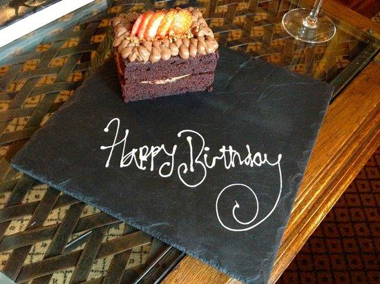 The Milestone Hotel: Eine sehr leckere Aufmerksamkeit zum Geburtstag, aufs Zimmer gebracht