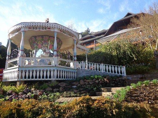 Hotel Casa da Montanha: Lindo o carrossel logo na entrada