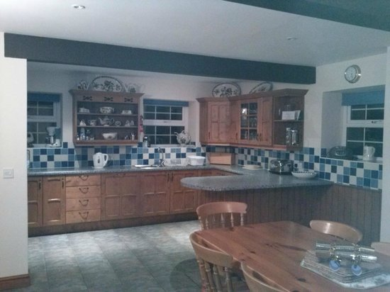 Rhos Country Cottages: Hendre Kitchen