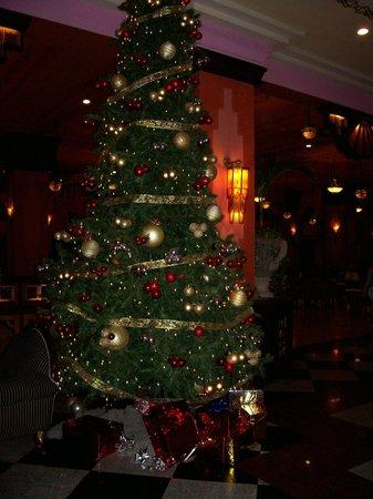 Hotel Riu Vallarta: Xmas Tree in Lobby Vallarta