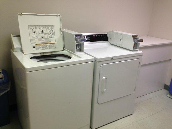 Super 8 Gas City Marion Area : Guest Laundry
