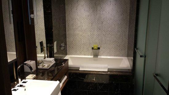 Loden Hotel: Soaking tub
