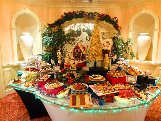 Fairmont Southampton: New Year's eve dessert buffet
