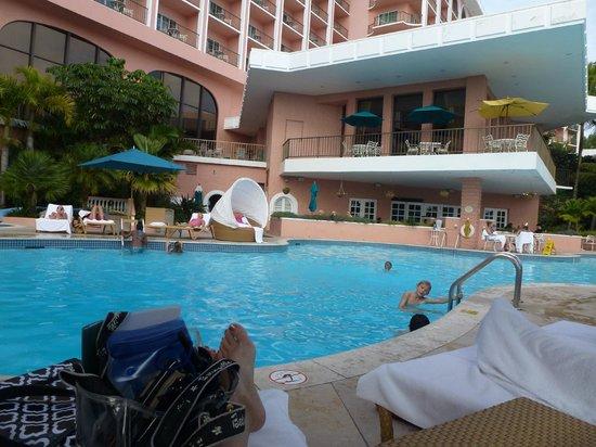Fairmont Southampton: pool