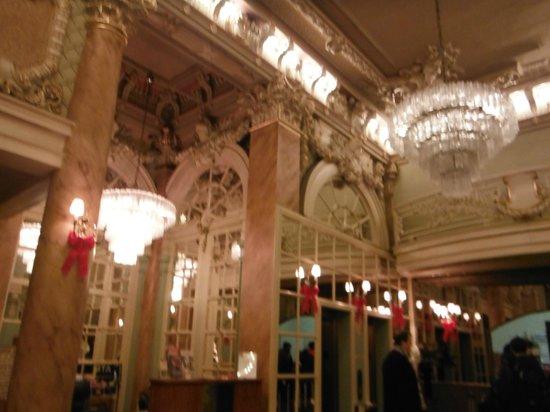 Wolcott Hotel: Hotel Lobby