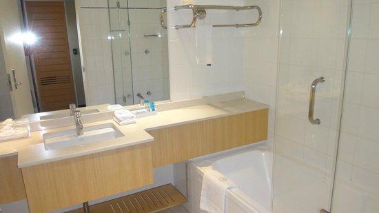 Novotel Sydney on Darling Harbour : Bathroom