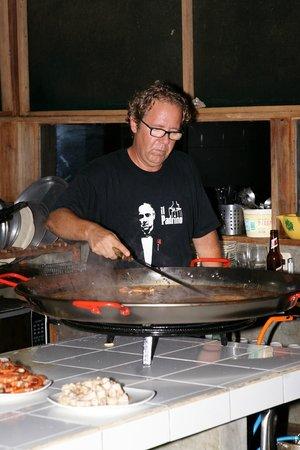 Finca Maresia : Juan cooking a Paella