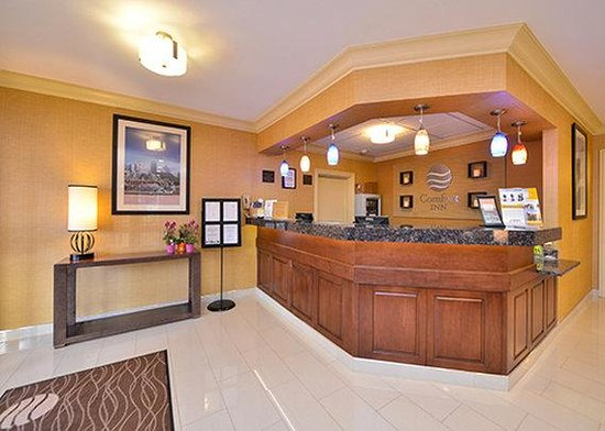 Comfort Inn North: front desk