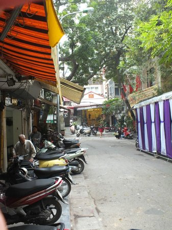 Gondola Hotel : Street view