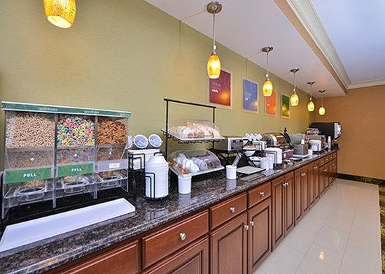 Comfort Inn North: breakfast area