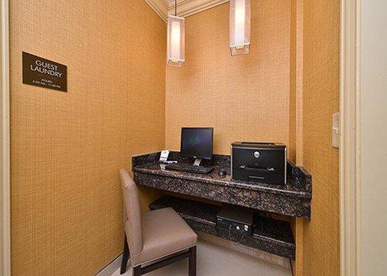 Comfort Inn North: business center