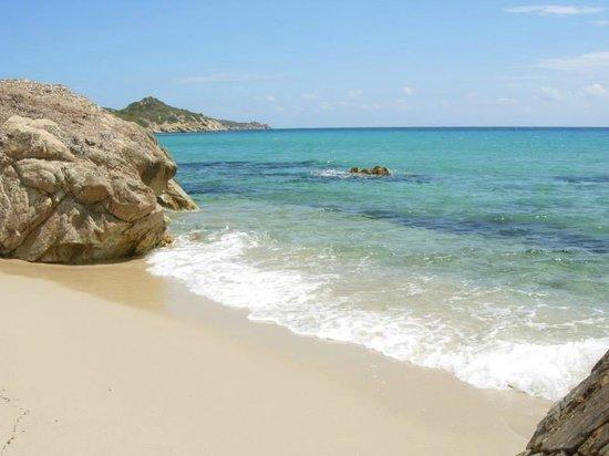 Tiliguerta Camping Village: Dalla spiaggia...