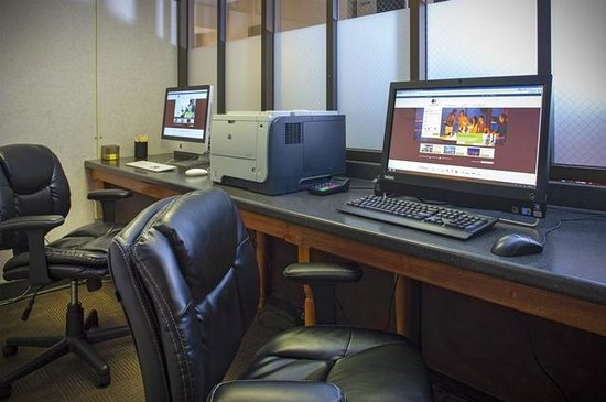 DoubleTree by Hilton Murfreesboro: Business Center