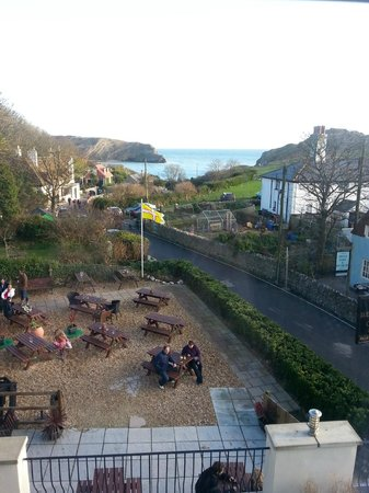 Lulworth Cove Inn: This was taken before the wind and rain came!