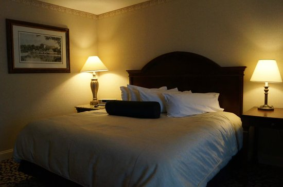 Renaissance Philadelphia Downtown Hotel: A comfortable bed with pillows