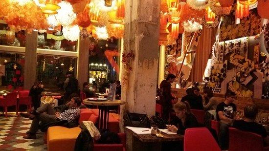 Generator Hostel Barcelona: レストラン