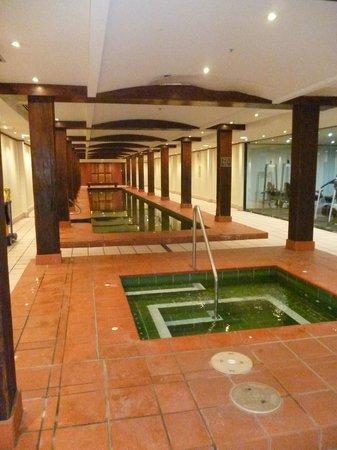 Oaks Goldsbrough Apartments: Pool