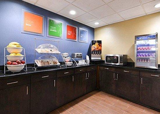 Comfort Suites University - Research Park: Breakfast Room